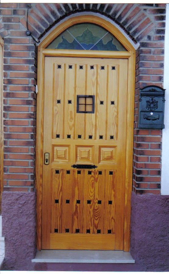Puertas interiores todos los modelos clasicos y modernos for Puerta castellana pino